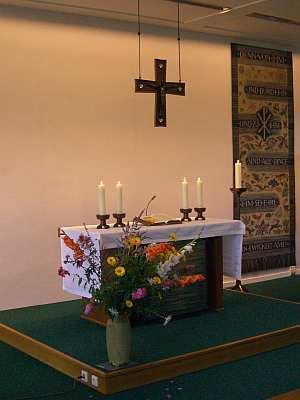 Ein Blick auf den Altar in der Kapelle