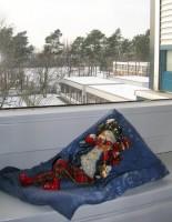 Diakonissenhaus Bethlehem, Karlsruhe  -- Wintermännchen im Treppenhausfenster