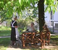 Diakonissenhaus Bethlehem, Karlsruhe  -- Begegnung im Garten